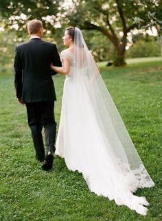 black-tie-manhattan-wedding-long-train-wedding-dress-lace