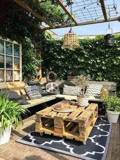 Small Backyard Ideas - Even if your backyard is small it also can be extremely comfy and welcoming. Having a small backyard does not suggest your backyard landscaping . Outdoor Rooms, Outdoor Living, Outdoor Decor, Outdoor Seating, Outside Seating Area, Pallet Table Outdoor, Outdoor Mats, Pallet Lounge, Outdoor Couch