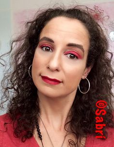 Totally #inlove with this #holidaymakeup featuring #santeecosmetics #twinshadow08 and #wetnwildbeauty #megalast #lipstick in #stoplightred. #redeyeshadow and #redlips? Why not?! #Beauty #Belleza #Bellezza #Beauté #Beleza #Cosmetics #Cosméticos #Cosmetici #produitsdebeaute  #Makeup #Maquillaje #maquillage #maquiagem #fabat40.