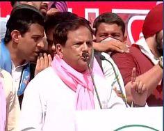 Senoir leader Shri Ahmed Patel ji in #SansadGherav #KisaanSatyagraha says किसान और युवा शक्ति आपके अभिमान को तोड़ेगा, आपके 56 इंच छाती को 28 इंच बना देगा