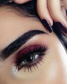 Very nice eye make-up for Christmas! Very nice eye make-up fo Pretty Makeup, Love Makeup, Makeup Inspo, Makeup Style, Simple Makeup, Natural Makeup, Cheap Makeup, Stunning Makeup, Crazy Makeup