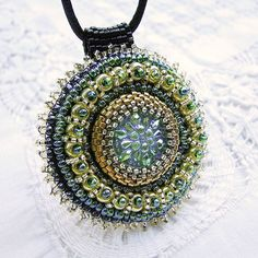 ooohhh good idea! beaded pendant to interchange on necklaces