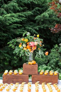 Summer Wedding Ideas *Attn 2019 Brides*: Here Are the Year's Top Wedding Trends Wedding Table Centerpieces, Flower Centerpieces, Wedding Decorations, Decor Wedding, Wedding Souvenir, Nautical Wedding, Diy Wedding, Natural Wedding Decor, Modern Centerpieces