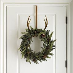 A sophisticated touch of rustic charm to welcome the holidays. Our Antler Wreath hangs over a door top or mirror with a long sturdy hanger, placing your wreath at just the right spot for viewing. Antler Wreath Hanger features: Antique gold finishIron & resin