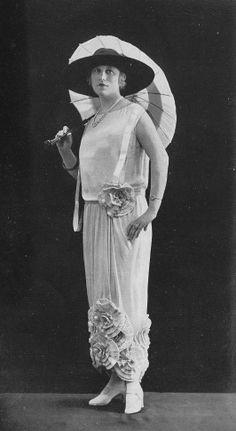 haute couture fashion Archives - Best Fashion Tips Mode Vintage, Vintage Girls, Vintage Black, Couture Fashion, Boho Fashion, Vintage Fashion, Fashion 1920s, Medieval Fashion, 20s Outfits