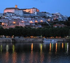 https://flic.kr/p/NMJn9 | Coimbra @ Night | The Rio Mondego in the foreground and the University of Coimbra at the top of the hill.
