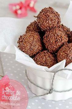 Trufas de chocolate , Cómo hacer trufas de chocolate. Receta de trufas de chocolate caseras paso a paso.