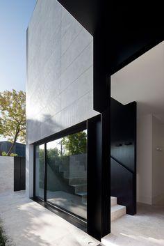Toorak Residence 3 Archives - Signorino Facade Design, Patio Design, Exterior Design, Interior And Exterior, Architecture Details, Interior Architecture, Smart Home Design, Grand Homes, Facade House