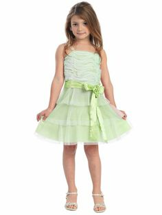 Need a wider range of sizes for your wedding party? Pink Princess stocks a variety of suitable Junior Bridesmaid Dresses! From discount junior bridesmaid dresses to those hard to find age appropriate Black Junior Bridesmaid Dresses. Lilac Flower Girl Dresses, Purple Flower Girls, Lilac Dress, Little Girl Dresses, Dress Girl, Girls Dresses, Affordable Bridesmaid Dresses, Junior Bridesmaid Dresses, Pageant Dresses