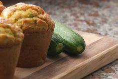 I muffin di patate e zucchine sono degli antipasti originali, particolari ma soprattutto morbidi e dal sapore irresistibile. Ecco la ricetta ed alcune varianti
