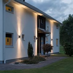 If you are seeking a striking system that could add to the safety of your house, then you must utilize outdoor residential lighting. This type of ligh. Modern Exterior Lighting, Modern Outdoor Wall Lighting, Facade Lighting, Backyard Lighting, Outdoor Walls, Exterior House Lights, Exterior Wall Light, Architectural Lighting Design, Modern Courtyard