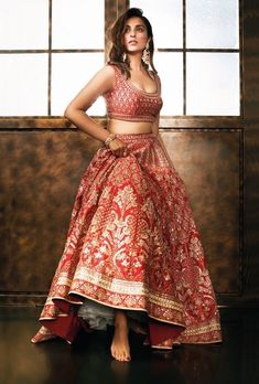 New skirt indian wedding india 56 Ideas - Indian bridal lehenga - Jupe Indian Bridal Lehenga, Indian Bridal Wear, Indian Wedding Outfits, Indian Outfits, Bride Indian, Indian Clothes, Indian Weddings, Indian Wear, Lehenga Wedding Bridal