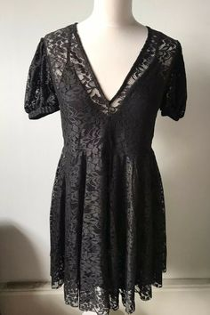ZARA L Black Lace Dress With Lining Short Puff Sleeves V Neck   eBay Puff Sleeves, Lace Sleeves, Zara Black Dress, Black Lace Shorts, Types Of Sleeves, Lace Dress, Vintage Ladies, Short Sleeve Dresses, Ebay