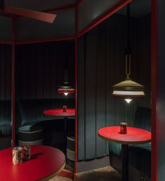 A more opulent feel was used in the back room of this restaurant. It is 7feae1d428e