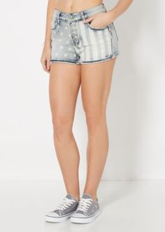 Get ready for the hot days ahead with this patriotic high waist short! Vintage washed for a lived-in vibe, it features American stars and striped prints with a 5-shank closure.