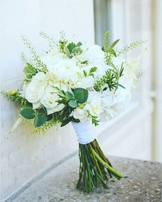 Gorgeous 30 Awesome Hand Tied Bouquet For Your Wedding https://weddmagz.com/30-awesome-hand-tied-bouquet-for-your-wedding/