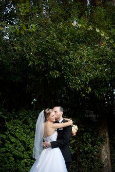 Country Wedding | True Era Photography #countrywedding #wedding #bride #groom #weddingphotography #love #jacksonvilleweddingphotographer #florida #jacksonville #hilliard #themansion #bouquet #orange #purple