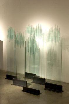 Oki Izumi, Riflessi trasparenti, 2000-2012, vetro/ferro, 40,0-35,0x25.0-11,0x130,0-110,0 hcm