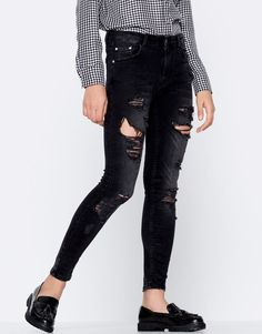 :Ripped skinny jeans