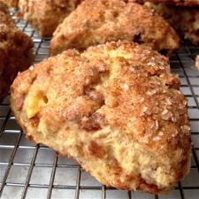 Ingredients SCONES 1 large egg ¼ cup unsweetened apple sauce 1 tsp lemon juice 1 Tbsp sugar 1 medium apple 2 cups all-purpose flour (plus a small amount for dusting) ½ tsp salt 2 tsp baking powder 1 tsp cinnamon ½ tsp ground ginger 5 Tbsp cold Apple Cinnamon Scones Recipe, Apple Scones, Cinnamon Chips, Cinnamon Apples, Pumkin Scones, Cinnamon Chip Scones, Mini Scones, Ground Cinnamon, Apple Recipes