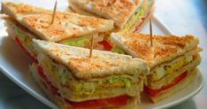 Yummy Club Sandwich Recipe, Club sandwich recipe is really a pretty hearty and its make a good lunch choice. When you making a sandwich for your someone . Club Sandwich Recipes, Healthy Sandwich Recipes, Chicken Sandwich Recipes, Lunch Box Recipes, Recipe Chicken, Big Sandwich, Healthy Foods, Easy Recipes, Butterfly Chicken Recipes