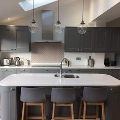 A big thank you to Amy Jenner for sharing her brand new Fairford Slate Grey kitc. - A big thank you to Amy Jenner for sharing her brand new Fairford Slate Grey kitchen! White Kitchen Counters, Grey Kitchen Walls, Tidy Kitchen, Grey Kitchen Cabinets, New Kitchen, Kitchen Decor, Kitchen Ideas, Kitchen Designs, Grey Walls