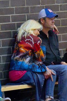 Blake Shelton Gwen Stefani, Blake Shelton And Gwen, Gwen And Blake, Gwen Stefani And Blake, Gwen Stefani 90s, Perfect Together, Kelly Clarkson, Country Singers, Celebrity Couples
