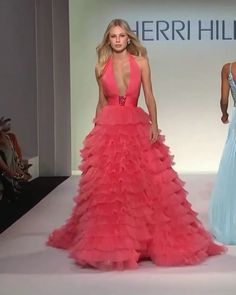 Salmon Backless Halter A-Lain Evening Dress / Evening Ball Gown with Open Back and a Train. Runway Show by Sherri Hill Event Dresses, Prom Dresses, Summer Dresses, Dress Prom, Couture Dresses, Fashion Dresses, Funky Dresses, Floral Dresses, Donia