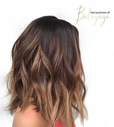Layered Brunette Lob Haircut with Caramel Highlights