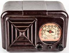 """Lot 101 in the 9.1.15 online & live auction! Wonderful mid-century Clarion, tube radio with chocolate bakelite chassis. This receiver has a dial face with the words, """"Kilocycles"""" and """"Meters"""" and numbers around the dial from left to right are, """"450, 500, 540, 160, 140, 120, 100, 80, 70, 60, 55, 175, 200, 250"""". It has three knobs which are not labeled, and a built in speaker. #Vintage #Home #Decor #POGAuctions"""