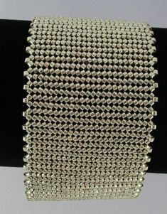 This 7 inch herringbone silver bracelet is secured by a beautiful box clasp Beaded Jewelry Designs, Seed Bead Jewelry, Bead Jewellery, Woven Bracelets, Handmade Bracelets, Diy Accessoires, Herringbone Stitch, Beading Techniques, Beaded Jewelry