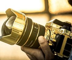 Become the number one target for thieves in your city when you head out to snap a few shots using the gold Nikon DSLR. If you're a shutterbug who enjoys the finer things in life, this is without a doubt the camera for all your photography needs.