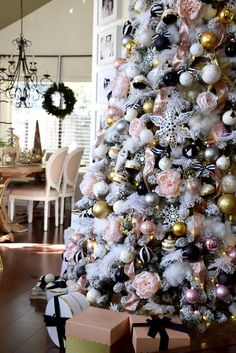 137 lovely christmas tree decoration ideas as a great inspiration page 28 Rose Gold Christmas Decorations, Black Christmas Trees, Christmas Tree Themes, Christmas Home, Christmas Tree Decorations, Merry Christmas, Christmas Villages, Victorian Christmas, White Christmas