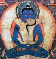 """L'Ādibuddha Samantabhadra in un dipinto tibetano del XVII secolo. Il buddha originario (Ādibuddha) Samantabhadra è raffigurato nudo e senza alcun attributo perché è solo sé stesso. Qui è presentato simbolicamente unito nell'atto sessuale (yuganaddha, tib. yab-yum) con la sua prajñā Samantabhadrī che possedendo il suo nome significa che è uguale a lui, da lui viene emanata e con lui si fonde. Il colore del suo corpo è azzurro e simboleggia la vacuità (śunyātā). Essendo un """"buddha originario""""…"""