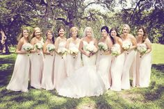 A bride and her girls! (www.7centerpieces.com/romantic-oak-tree-wedding-shelly-taylor)   Shelly Taylor Photography (www.shellytaylorphotography.net)