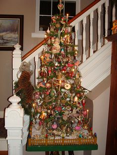 Antique Vintage Christmas 2011 Candle light on the feather tree Tabletop Christmas Tree, Antique Christmas Ornaments, Christmas Gift Decorations, Prim Christmas, Vintage Christmas, Christmas Ideas, Vintage Winter, Holiday Decorating, Christmas 2019