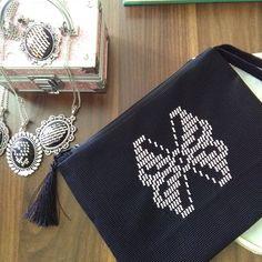 Telkırma ürünler... siparişlerinizi bekliyorum. #telkırma#çanta# # portföyçanta#telkirma #elişi#hediyelik Weaving Patterns, Bargello, Portfolio, My Mom, Hand Embroidery, Bags, I Wait For You, Purchase Order, Handbags