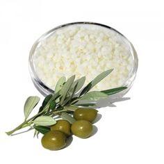 • Oliperle : Gélifiant et modificateur de texture pour phase huileuse. Idéal pour la réalisation de beurres végétaux. • Nom INCI: Palmitic stearic triglyceride. •Oliperle est un ingrédient innovant 100% d'origine végétale à base d'olive. Il est capable de remplacer tous les agents synthétiques et semi-synthétiques gélifiants pour les phases lipophiles. Oliperle est compatible avec la plupart des ingrédients cosmétiques, actifs, huiles essentielles, hydrolats, poudres, etc... Facile à utiliser gr Feel Good, Food, Afin, Marie Claire, Products, Home Made, Almond Butter, Essen, Meals
