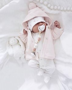 Cute as a button . Cute Baby Boy, Baby Kind, Cute Babies, Kids Z, Cute Kids, Cute Baby Pictures, Baby Health, Newborn Photos, Baby Fever