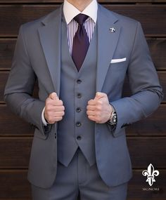 Push yourself because,no one else is going to do it for you. Mens Casual Suits, Dress Suits For Men, Formal Suits, Mens Fashion Suits, Suit And Tie, Mens Suits, Grey Fashion, Custom Tailored Suits, Blazer Outfits Men