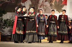 Ζαγορίσιες γυναικείες φορεσιές από εκδήλωση του Πολιτιστικού Συνδέσμου Ζαγορισίων Greece, Dresses, Fashion, Greece Country, Vestidos, Moda, Fashion Styles, Dress, Fashion Illustrations