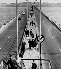 View along the central pedestrian walkway on the Tay Road Bridge. which we used go walk as a day out when I was 5 or 6 in the we had to walk back too. Dundee City, Edinburgh Scotland, Pedestrian, Days Out, Historical Photos, Family History, Great Britain, Old Photos, Schools