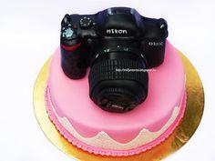 Nikon Photo camera cake Camera Cakes, Nikon, Baby Birthday, Birthday Ideas, Cake Ideas, Amy