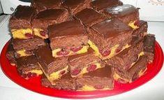 Recept na neskutečně chutný koláč: Tento čoko-třešňový koláček s lahodným krémem chutná nejlépe, když je dobře vychlazený!