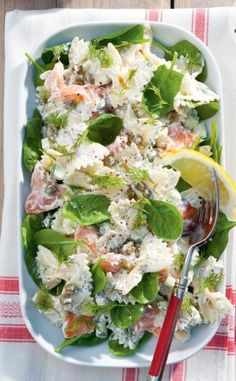Recept voor romige farfallesalade met zalm. Creamy farfallesalad with salmon. Looks delicious to me.