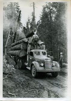 Old time trucks Heavy Duty Trucks, Big Rig Trucks, Old Trucks, Semi Trucks, Pickup Trucks, Antique Trucks, Vintage Trucks, Old Pictures, Old Photos