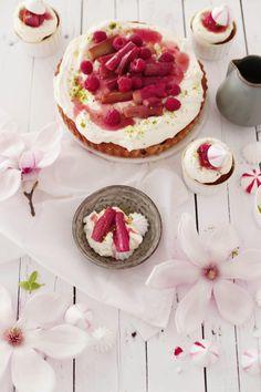 Fräulein Klein | Rhabarber Eton Mess Cupcakes, Kuchen und Magnolien