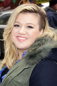 Kelly Clarkson has the BEST response to fat shaming on Twitter