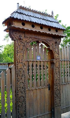 live in Central Romania, in regions Harghita and Covasna. They in some localities make up 90 occupants' percentage even. Portal, Old Doors, Windows And Doors, Visit Romania, Wooden Gates, Entrance Gates, Arte Popular, Architecture Details, Russian Architecture