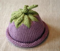 """L'autrice nel suo blog dice :""""Feel free to share the pattern, with attribution, or sell or give away the hats you make. But please don't sell the pattern. Thanks."""" sentiti libera …"""
